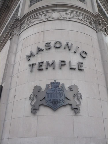 Linajes (Familias que gobiernan el mundo) Iluminatis Masonic-temple