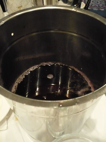 """Spit bucket"" for wine"