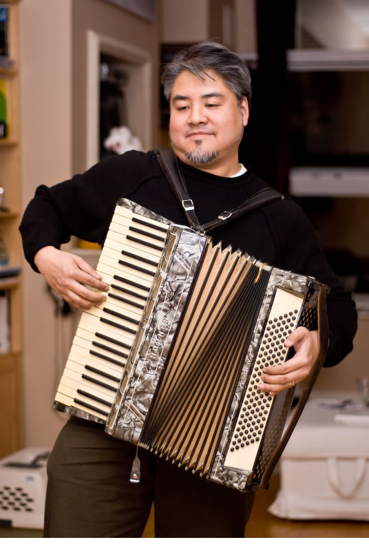 Joey deVilla playing his new Hohner accordion
