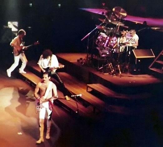 Queen, live in 1984