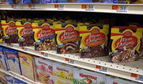 """Grocery shelf full of Betty Crocker """"Warm Delights"""" microwaveable cakes"""