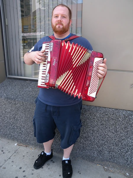 queen-spadina_accordion_player