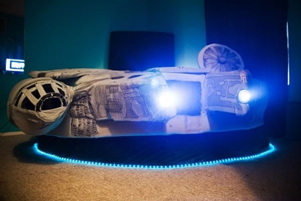 millennium falcon bed lit up