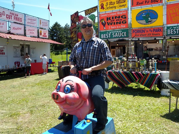 Joey deVilla on a pig ride