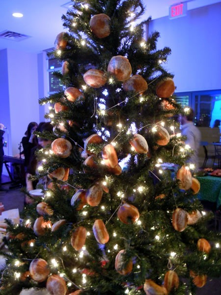 A Chistmas tree, with buns for ornaments