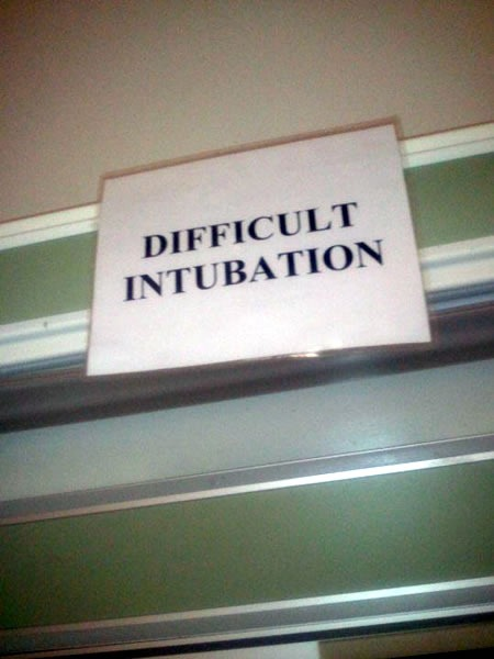 "Sign: ""DIFFICULT INTUBATION"""