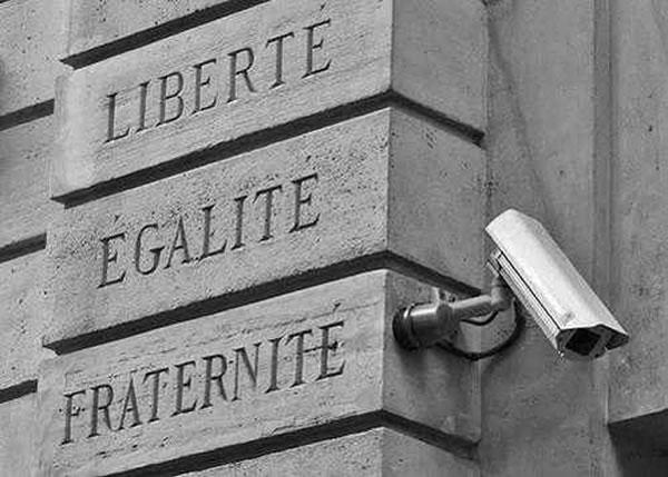 Bien-aimé Liberté, Egalité, FraternitéSurveillance! - The Adventures of  TG73