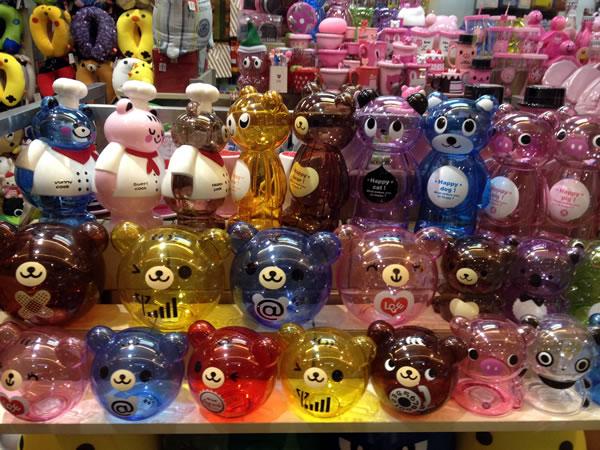 Cute teddy bear-shaped piggy banks