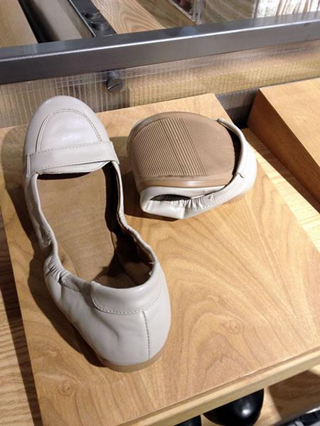 Roll-up shoes at Muji