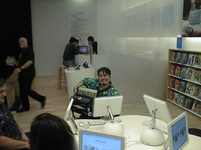 Joey deVilla and Accordion at the Palo Alto Apple Store.