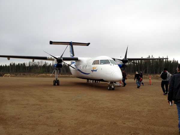 dash 8 on airstrip