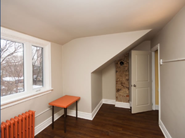 Parkdale 1 Bedroom Apartment Some Exposed Brick Plus Incredibly Rare Exposed Bathroom Yours
