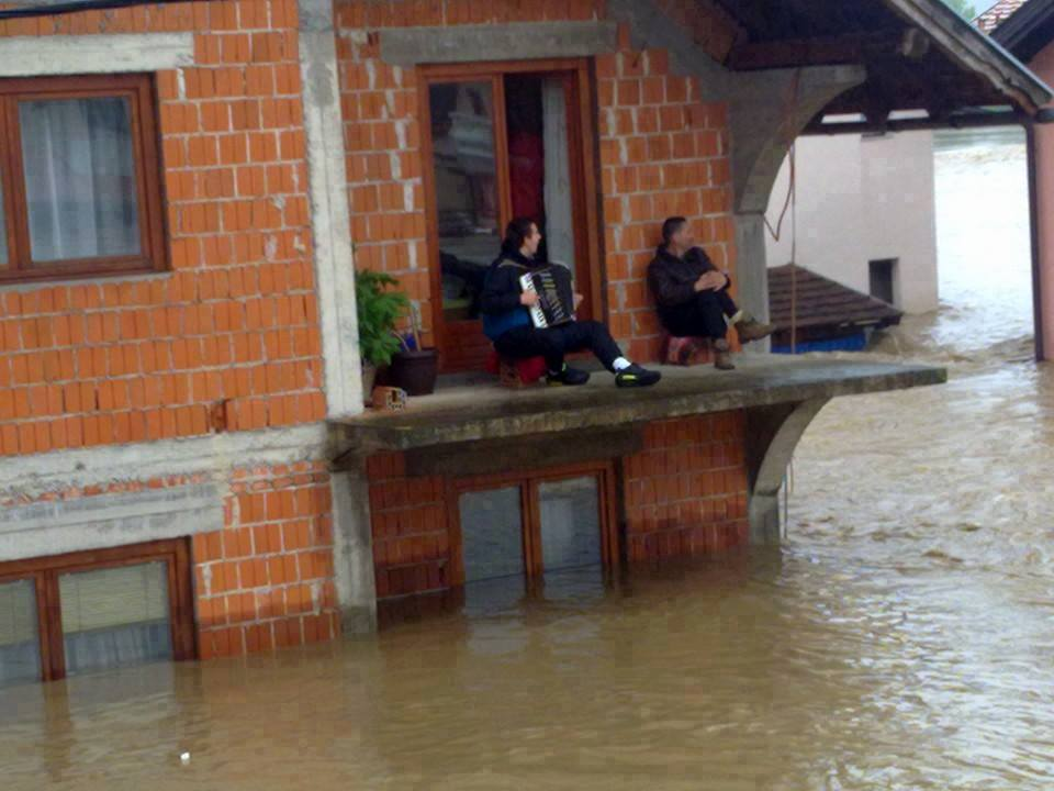 accordionist in flood
