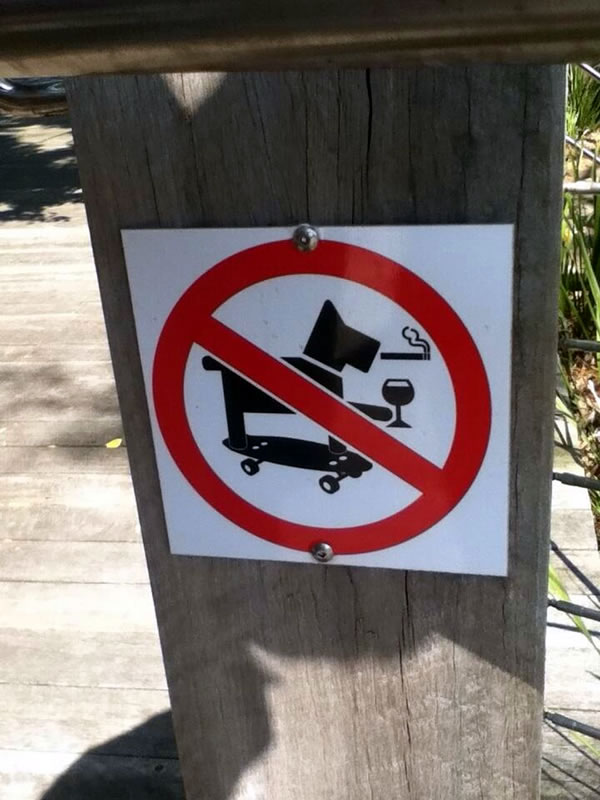 no magnificent dogs sign