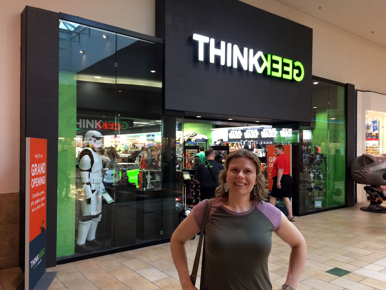02 thinkgeek store exterior with anitra