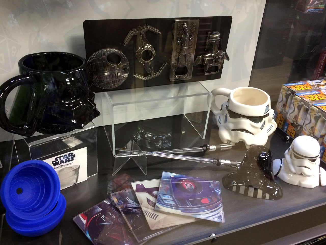 15 thinkgeek store - star wars display case