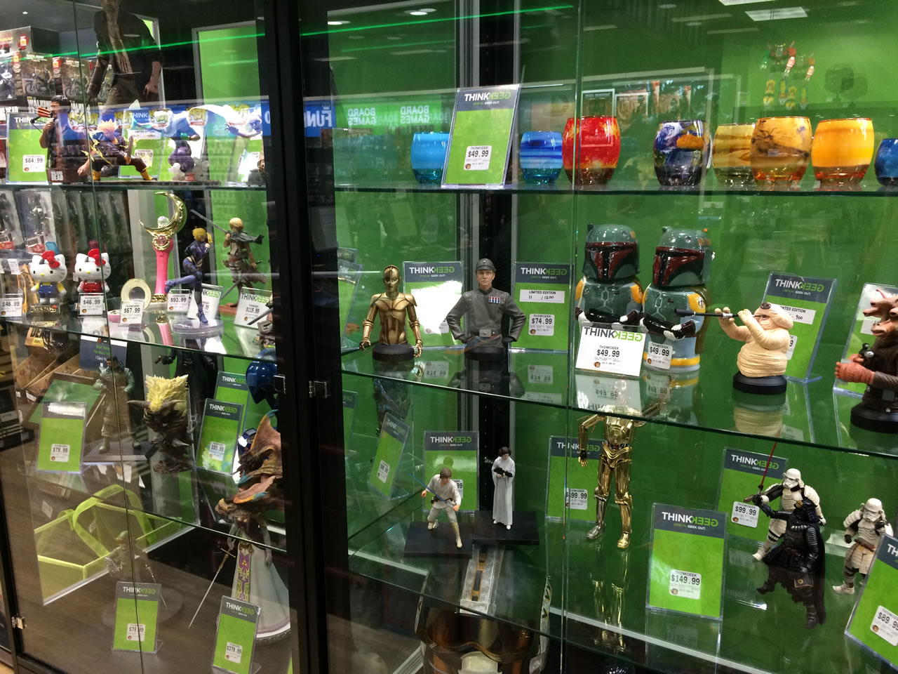46 thinkgeek store - figurines