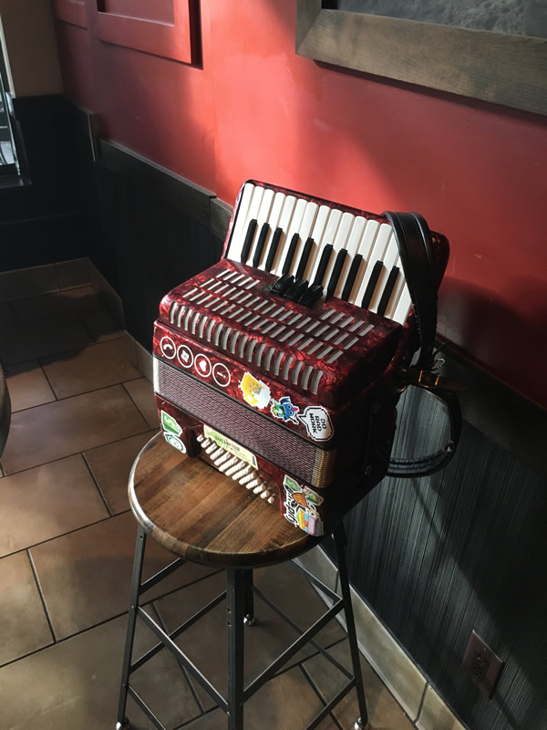 accordion at starbucks