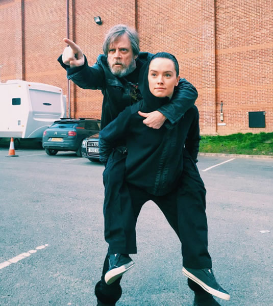 daisy ridley carrying mark hamill