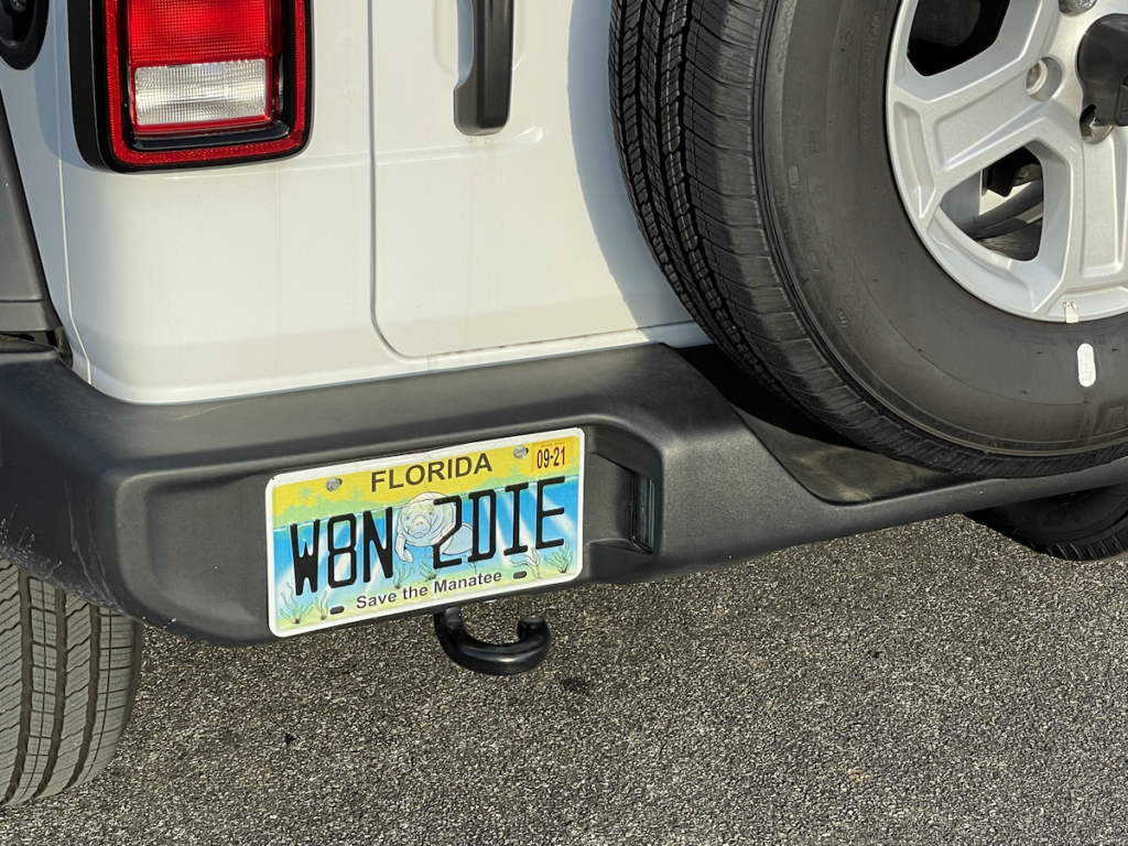"""Florida license plate on a white jeep: """"W8N 2DIE"""""""